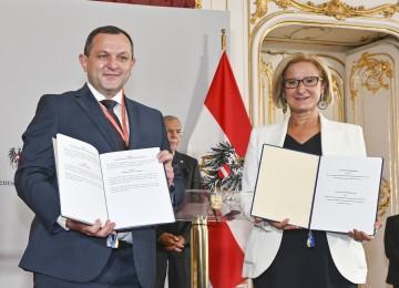 Kooperationsabkommen mit ukrainischer Region: Vasyl Volodin, Regionspräsident Kiew, und Landeshauptfrau Johanna Mikl-Leitner