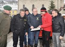 LH-Stellvertreter Stephan Pernkopf machte sich gemeinsam mit den Vertretern der Einsatzkräfte ein Bild von der Lage vor Ort.