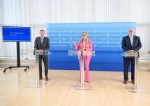 Landeshauptfrau Johanna Mikl-Leitner, LH-Stellvertreter Franz Schnabl und Landesrat Gottfried Waldhäusl bei der Pressekonferenz im NÖ Landhaus.