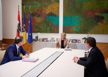 Landeshauptfrau Johanna Mikl-Leitner (m.) mit Landesrat Jochen Danninger (l.) und WKNÖ-Präsident Wolfgang Ecker (r.).