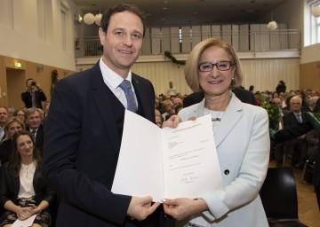Landeshauptfrau Johanna Mikl-Leitner mit dem neuen Bezirkshauptmann von Wiener Neustadt, Markus Sauer.<br />  <br />