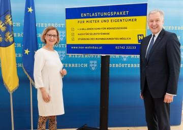 Bildtext: Landeshauptfrau Johanna Mikl-Leitner und Landesrat Martin Eichtinger: Entlastungspaket für den Wohnbau.