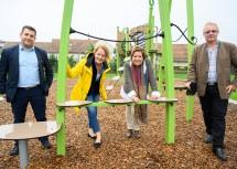 (v.l.n.r.): Bürgermeister Alexander Gary, Familien-Landesrätin Christiane Teschl-Hofmeister, Dritte Präsidentin des NÖ Landtages Karin Renner und Vizebürgermeister Werner Kurz