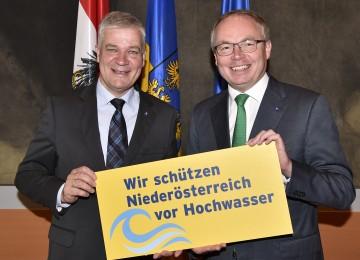 Im Bild von links nach rechts: Landtagsabgeordneter Anton Kasser und LH-Stellvertreter Stephan Pernkopf